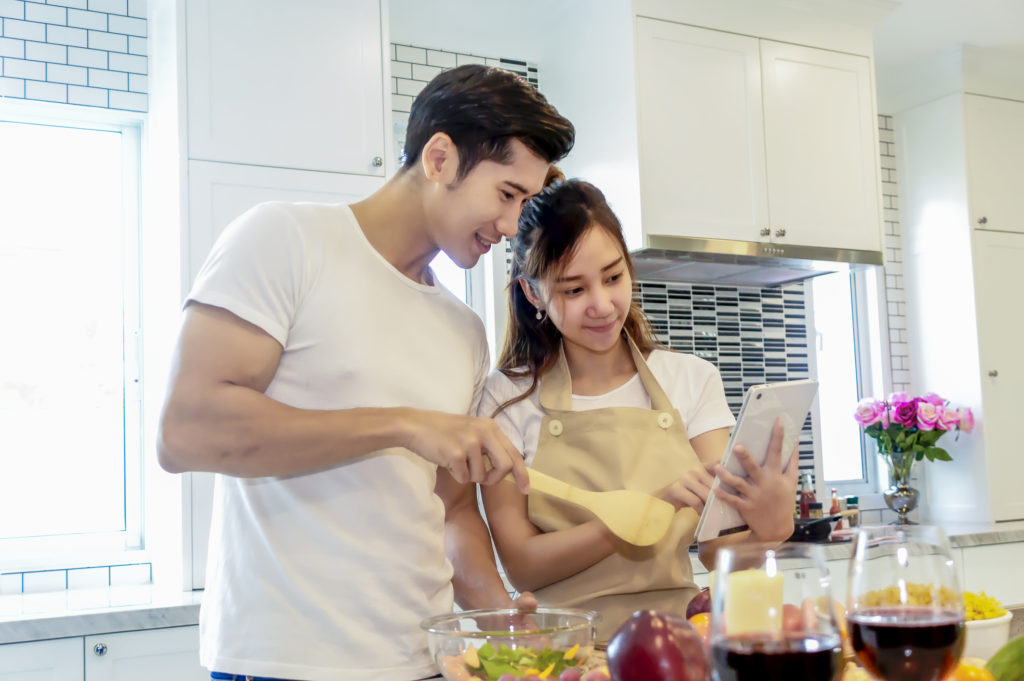 Couple using receipe site on tablet without needing to log out of websites for cooking